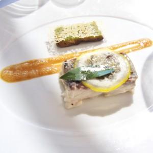 Dorade de Palangre grillé, jus légumes, gâteau aubergine fenouil, croustillant de riz